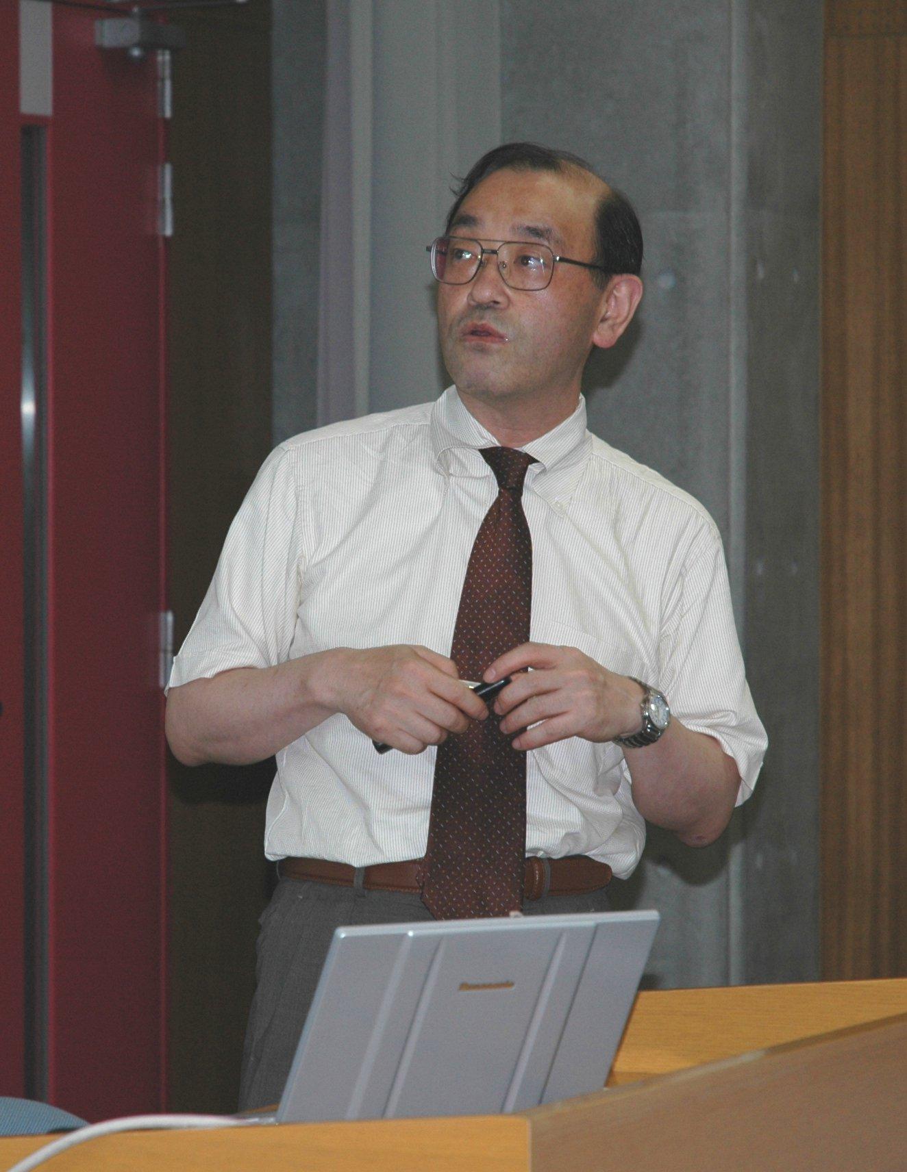 2007年総会:講演中の瓜生教授